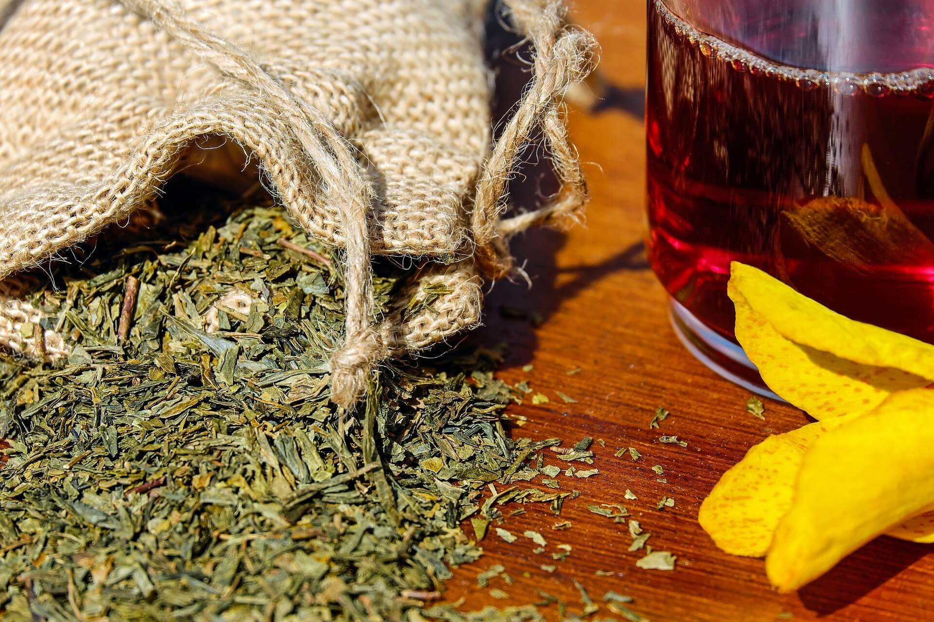 low-THC cannabis leaves that can be used in tea or for smoking