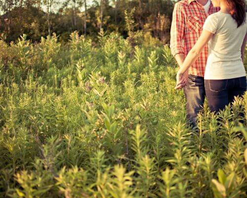 couple-in-field